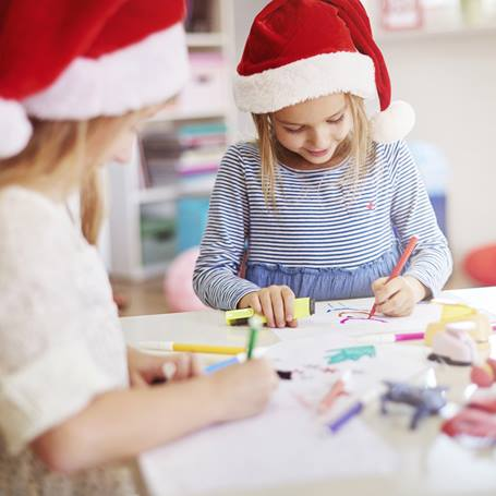 Kids Decorating Christmas Cards_LARGE