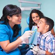 dental-assistant-teeth-varnish