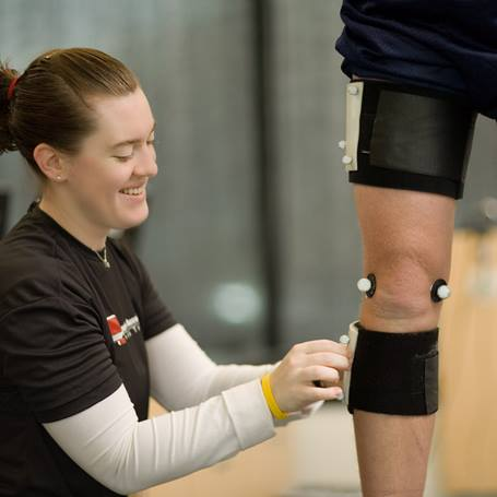 orthopedics-female-therapist-knee-IMG_9211-square