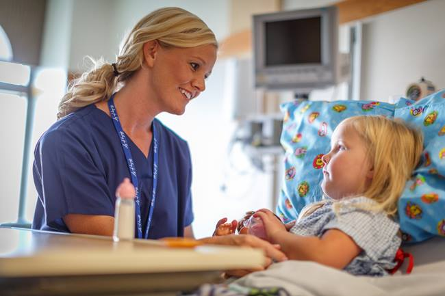 Nurse_and_child_L5A1021