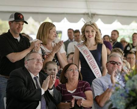 Shawnee being recognized with her parents to her left