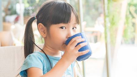 How to Help Your Kids to Drink More Water
