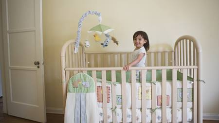 When should I transition my toddler from a crib to a bed