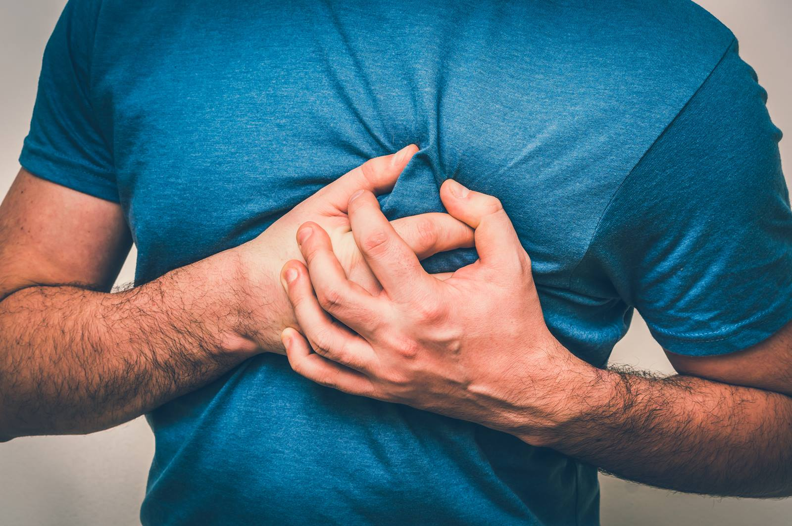 5 Heart Attack Signs in Men That You Should NOT IGNORE