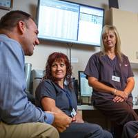 facilities-stories-of-appreciation-hospital-staff-gathered_L5A8424-square