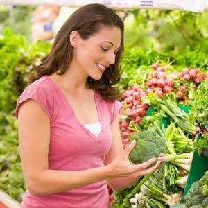 gastroenterology-woman-groceries-iStock_000011429143_Double-square