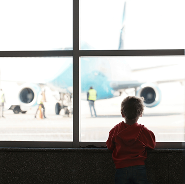 Kid-looking-at-airplane
